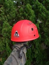 Kit novo de escalada, rapel. Cadeirinha, capacete, mosquetão e freio 8.
