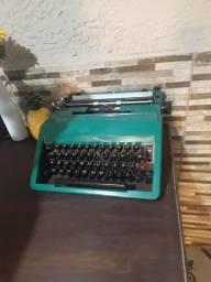 Título do anúncio: vendo maquina de escrever ótimo estado