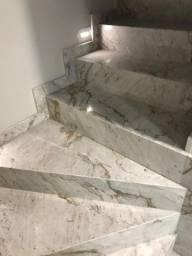 Escada em Mármore.