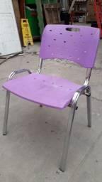 Cadeira Plástico e Metal