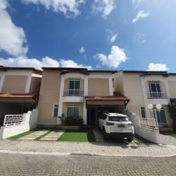 Casa Duplex em condomínio fechado Eusébio c 03 suítes