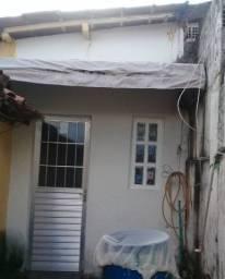 Aluga-se uma casa no Vasco, 400 reais.