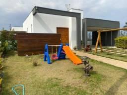 Título do anúncio: Belíssima casa a venda no condomínio Ninho Verde I Eco Residence