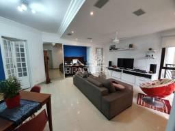 Apartamento com 135m², 4 dormitórios, sendo uma suíte,e 2 vagas demarcadas! A 400 metros d
