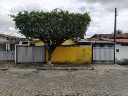 COD C-68 Casa no Bairro do Mangabeira com 4 quartos bem localizada