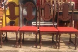 Título do anúncio: 4 cadeiras de madeira maciça