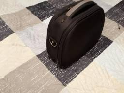 Frasqueira/necessaire marca Sestini- 32x25 cor preta -mão e tiracolo