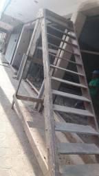 Escada de madeira de lei maçiça