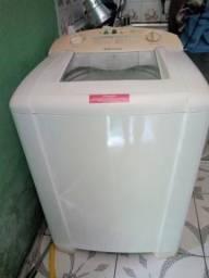 Máquina de lavar roupa bem conservada