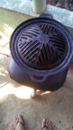 Churrasqueira de ferro fundido,serve como mini fogão