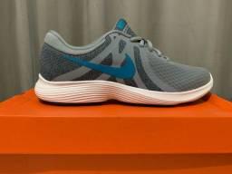 Tênis Nike Revolution 4   Nº 40