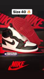 Tênis Nike Air Jordan 1 Bloodline 40