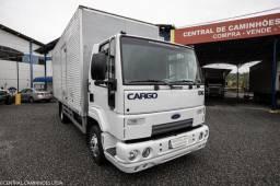 Ford Cargo 816 com Baú de 6.20m