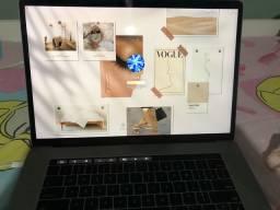 MacBook Pro 15 pol com Touch Bar semi novo