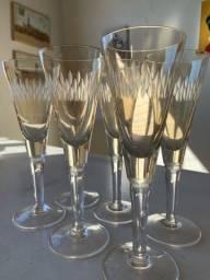 7 copos de cristal cor âmbar.