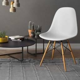 Cadeiras e Mesas Eames Eiffel. Entregamos no mesmo dia