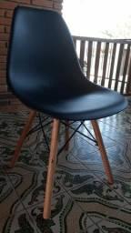 Título do anúncio: Cadeiras eiffel novas 110 a unidade
