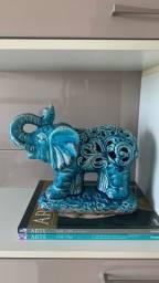 Decoração de elefante azul