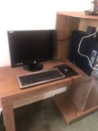 Escrivaninha com menos de 1 ano de uso