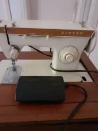 Título do anúncio: Máquina de costura Elgin modelo 247 com motor