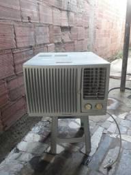 Título do anúncio: Vendo ar condicionado Electrolux 7500btu
