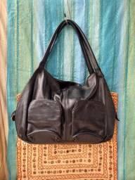 Bolsa grande em couro preta