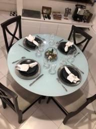Mesa de jantar de madeira completa com cadeiras