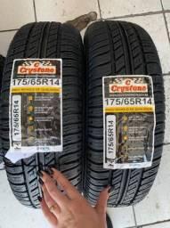 Título do anúncio: Par de pneus Crystone 175/65/14 (já instalado)