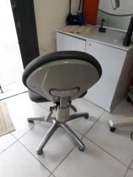 Título do anúncio: Cadeira escritório com rodinha