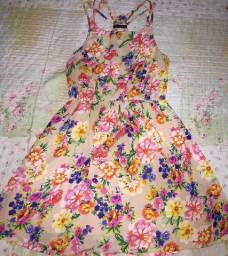 Vestido florado curto
