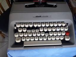 Máquina de escrever Olivetti College