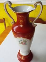 Vaso em porcelana antigo.