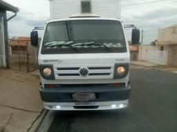 Vendo caminhão 8-150, bem conservado e único dono - 2011