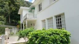 Casa Quitandinha, próxima ao lago. Dois pavimentos