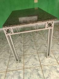 Vendo mesa Usada (não possui as cadeiras)