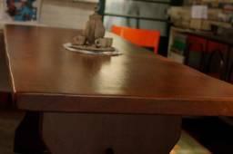 Mesa + 2 bancos maciços