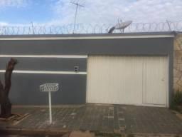 Título do anúncio: Casa para Venda em Uberlândia, Gravatás, 5 dormitórios, 1 suíte, 3 banheiros, 3 vagas