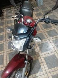 Moto 150 de leilão.