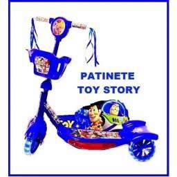 Patinete Scooter 3 Rodas Com Cesta Luz E Som Toy Story