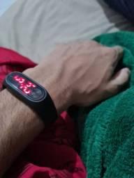 Vendo esse relógio digital