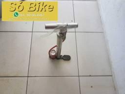 Bomba de Oficina grande cromada com manômetro por 70 reais
