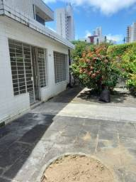 Título do anúncio: Casa em Recife, no coração do bairro da Torre, com 4 quartos.