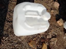 Título do anúncio: Bombona Plástica Usada 25 litros Branca