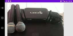 Troco microfone duplo sem fio em aparelho de som de carro