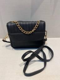 Mini bolsa preta c dourado