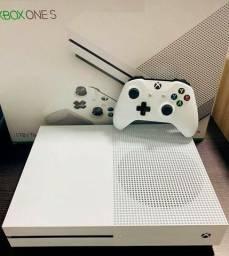 Xbox one s 1tb com 1 controle SEM MARCAS DE USO