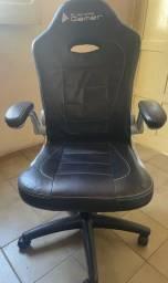 Cadeira Gamer em bom estado de conservação