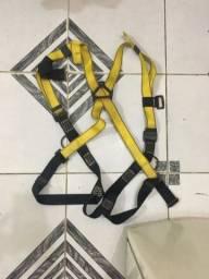 Vendo cinturão de segurança tipo pára-quedista