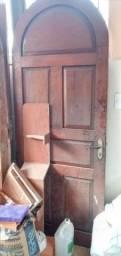 Título do anúncio: Vendo porta de ferro e janelas e porta de madeira tbm