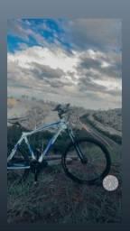 Bicicleta mosso azul e branco toda shimano com freio hidráulico recém sangrado aro 26